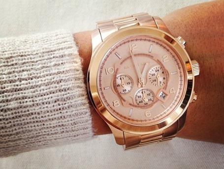 d54444b04e86 Мужские часы на девушке. Как и с чем носить мужские часы. Часы для делового