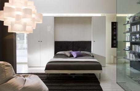 Кровать в шкафу: идея для небольшой квартиры
