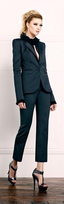 Летний дресс-код: как и с чем носить босоножки