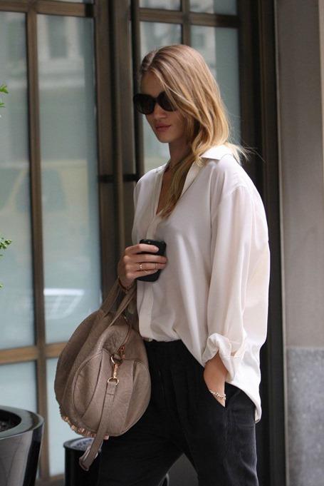 Стоит ли бизнес-леди покупать одежду на распродажах