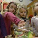 Покупать ли детям жвачки